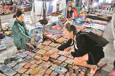 老挝琅勃拉邦,不为深圳人熟知的善域